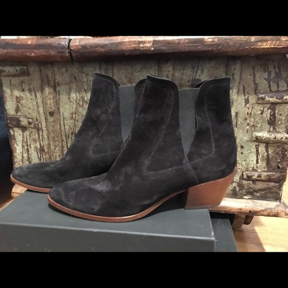 TODS BRAND NEW size 40 boots